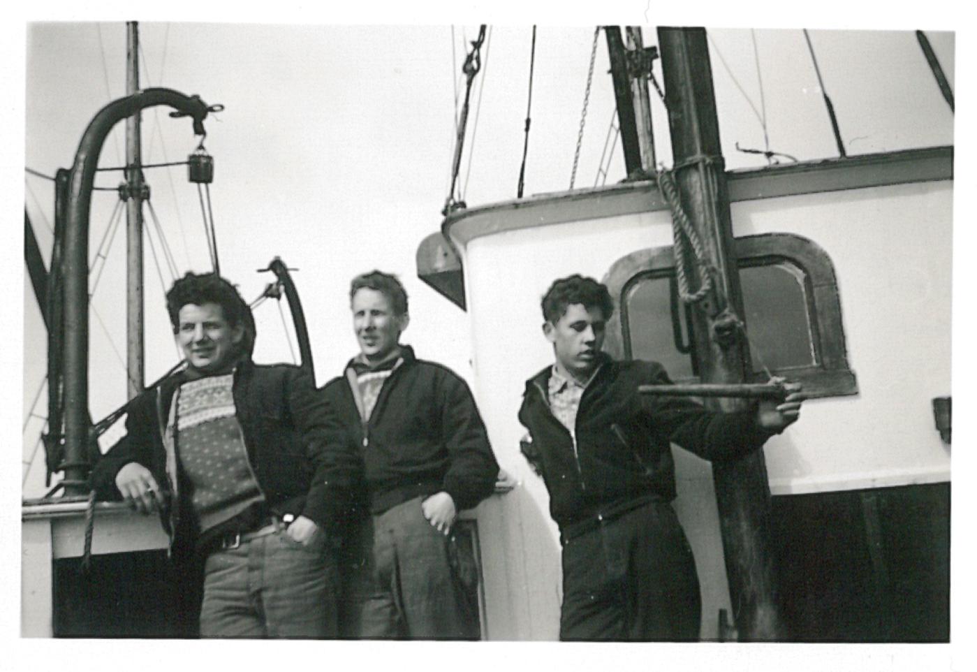 Staute karer: Jarle, Asmund og Einar ombord på Brattegg sommeren 1959